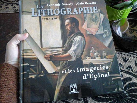 Lecture du livre «La lithographie et les Imageries d'Épinal» des éditions Gérard Louis.
